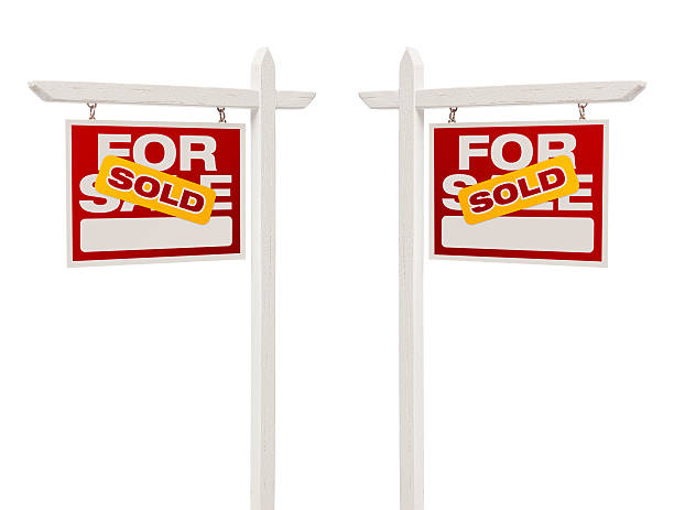 pair of sold for sale real estate signs, clipping path - i̇şaret stok fotoğraflar ve resimler