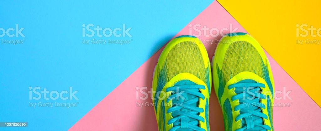 Par Zapatos Deporte Colores Fondo Nuevas Zapatillas Sobre