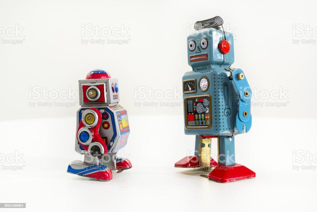 Paar Vintage Blechspielzeug Roboter isoliert auf weißem Hintergrund – Foto