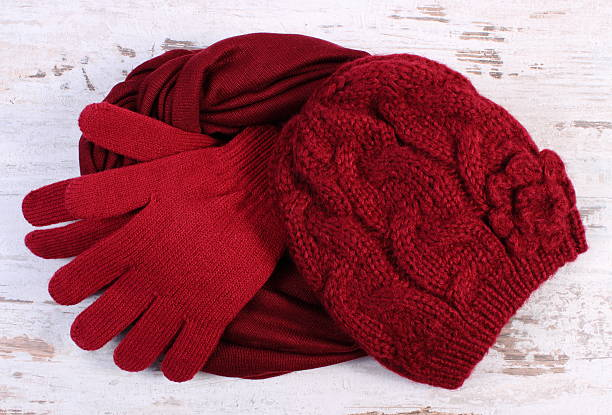 Pair of woolen gloves, cap and shawl for woman – Foto