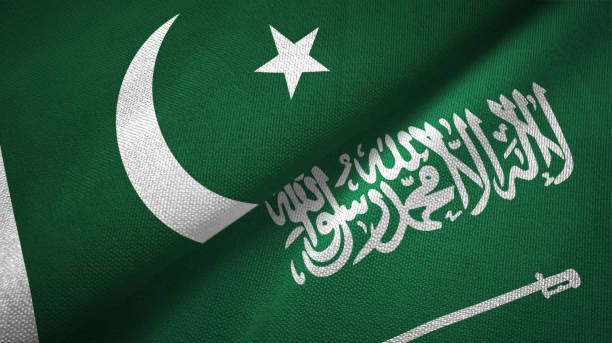 파키스탄과 사우디 아라비아 두 개의 깃발 - saudi national day 뉴스 사진 이미지