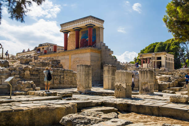 Palace in Knossos with red columns. Knossos palace on the island of Crete in Greece. Ancient ruins of the burning part of the Archaeological Museum in Heraklion. – zdjęcie