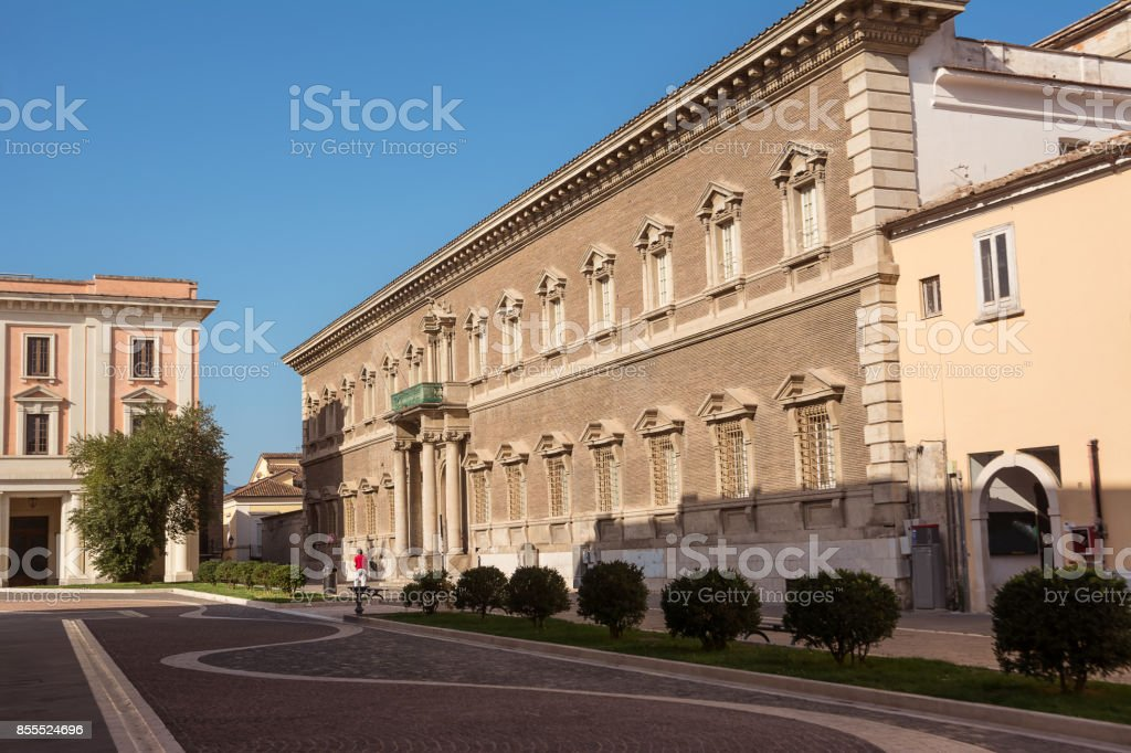 Palace in the center of Benevento which houses the University of Sannio - foto stock