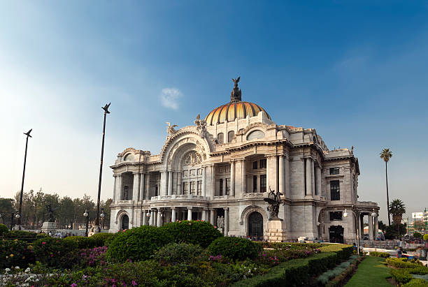 palacio de bellas artes in mexico city - skulptur kunstwerk stock-fotos und bilder