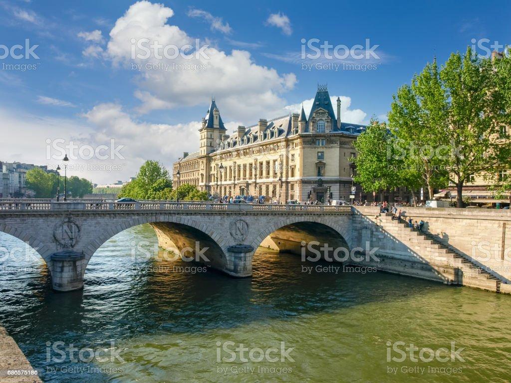 Palais de Justice et de la rivière de Seine à Paris photo libre de droits