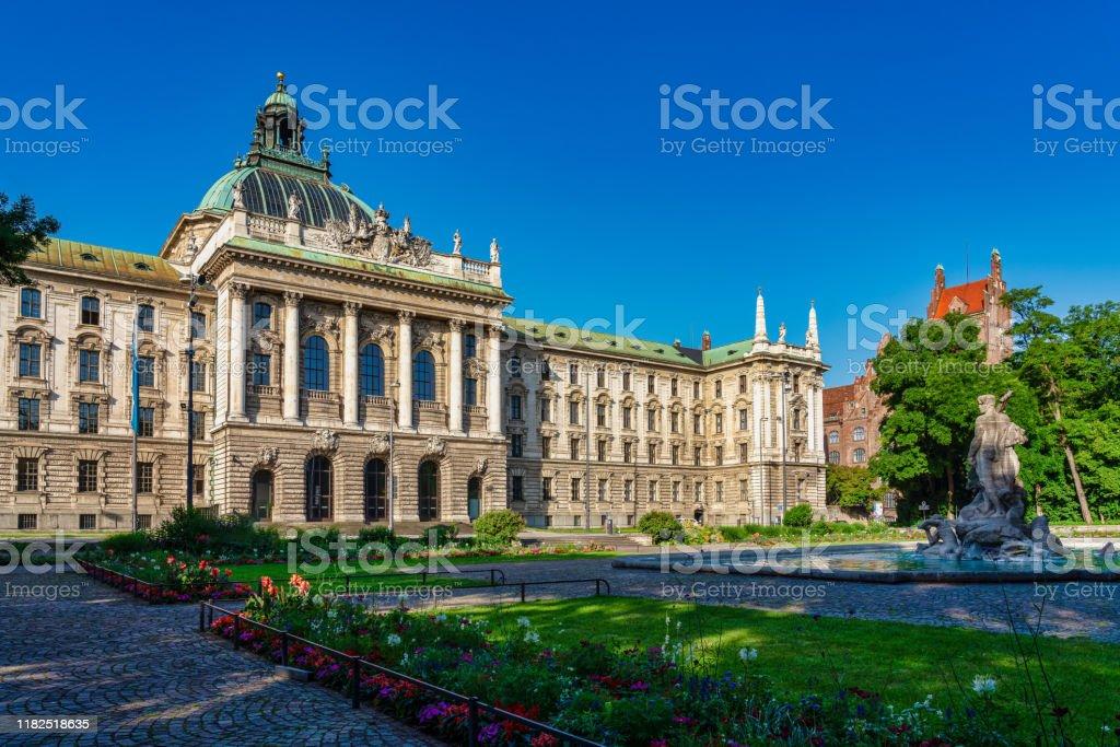 Justizpalast - Justizpalast in München, Bayern, Deutschland - Lizenzfrei Alt Stock-Foto