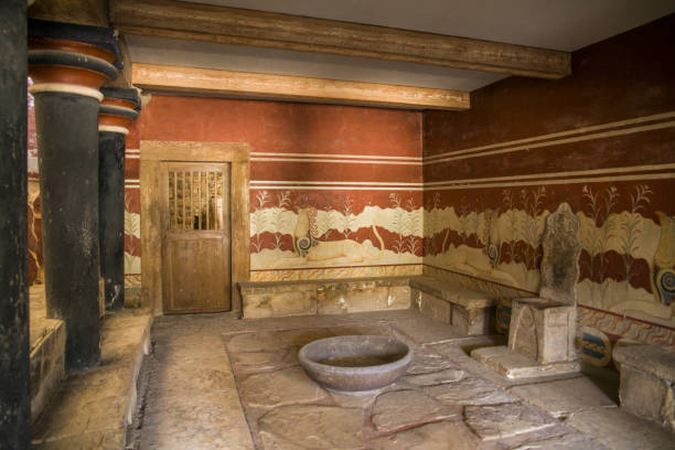 Palace of Knossos, throne room. Walls decorated with ancient frescoes. Royal throne in front of a mysterious bowl. – zdjęcie
