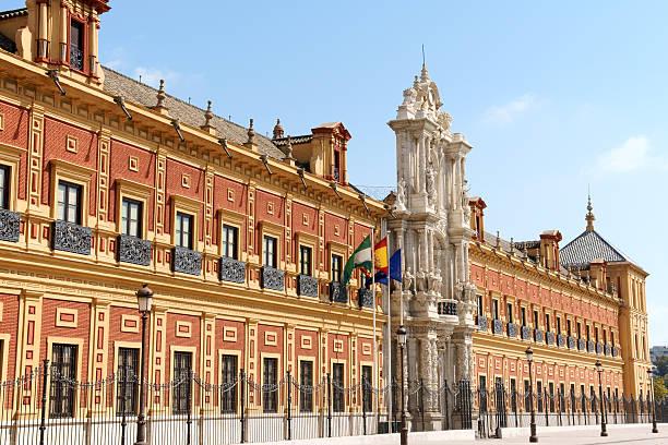 palacio de san telmo en sevilla, españa - andalusian flag fotografías e imágenes de stock