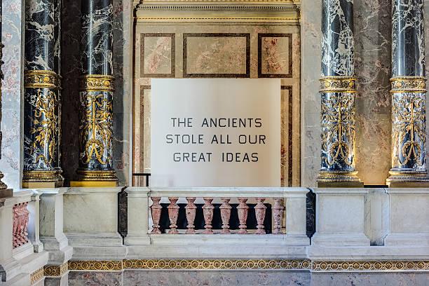 palace säule - kunsthistorisches museum wien stock-fotos und bilder