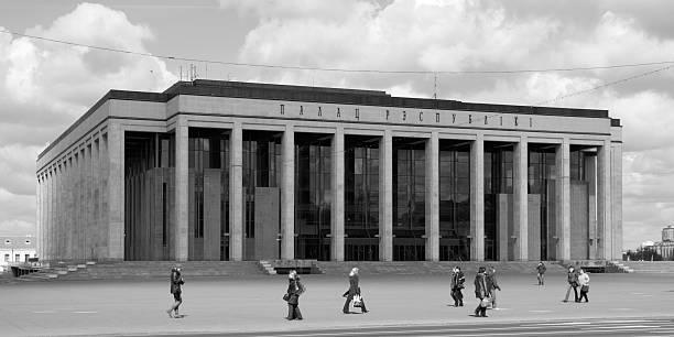palais de la république à minsk - république photos et images de collection