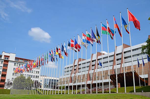 Banderas de los países miembros del Consejo Europeo.