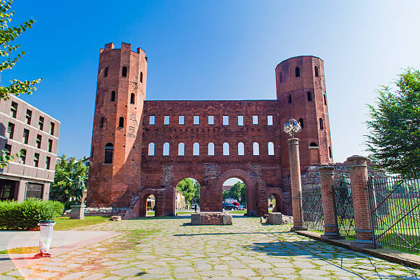 palatine gate in turin, italy - palais buccal photos et images de collection