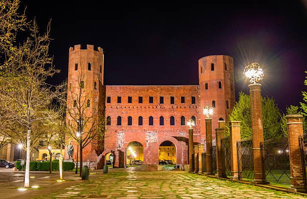 palatine towers à turin, italie - palais buccal photos et images de collection