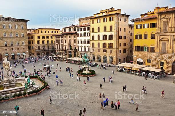 Palazzo vecchio and piazza della signoria of florence italy picture id491616848?b=1&k=6&m=491616848&s=612x612&h=pzy641cfc gfj3zvlekr0nk1qp6mz7kuhmgvjhcfrka=