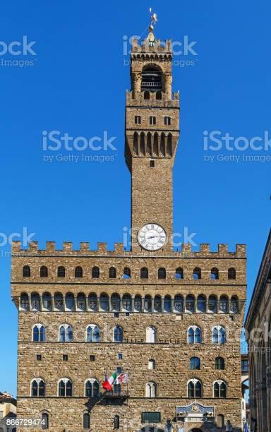 Palazzo vecchio florence italy picture id866729474?b=1&k=6&m=866729474&s=612x612&h=91nvxwldhjsvmpjmo0z8okt1hqyrooafkottxdkqai4=