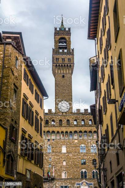 Palazzo vecchio on piazza signoria picture id1156662883?b=1&k=6&m=1156662883&s=612x612&h=mbbhdblle6fgszsvzbx4le4pwnzuprw21vjucmhfl5e=