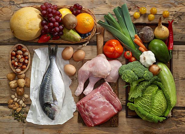 paleo diet produkte - gemüse zu fisch stock-fotos und bilder