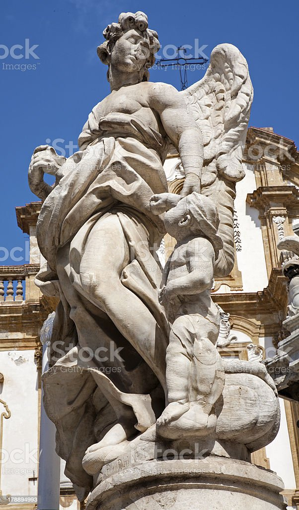 Palermo-Estatua del ángel barroca de la columna - foto de stock