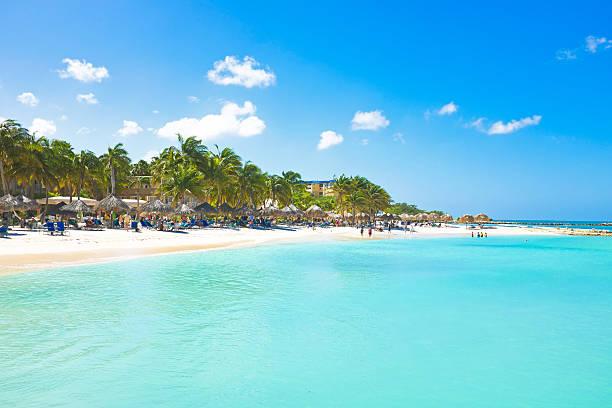 palm beach at aruba - aruba stockfoto's en -beelden