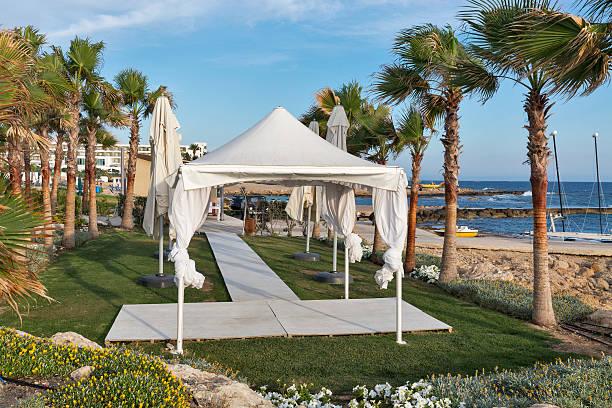 palm beach pavilion for celebrations in cyprus. - hochzeitsreise zypern stock-fotos und bilder