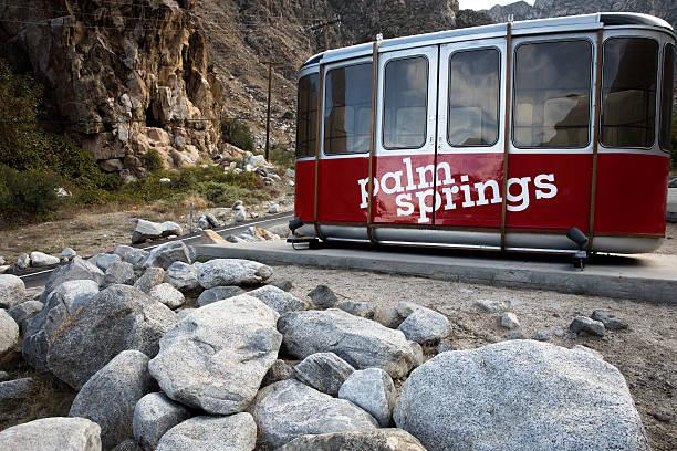 palm springs tram way - linea tranviaria foto e immagini stock