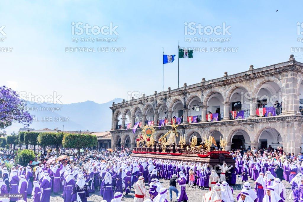 Procesión de domingo de Ramos al frente del Ayuntamiento, Antigua, Guatemala - foto de stock