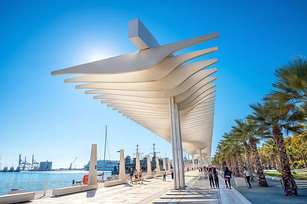 Palmeral de las Sorpresas promenade in seaport. Malaga, Andalusia - foto de stock
