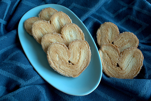 palmier cookies in a blue plate