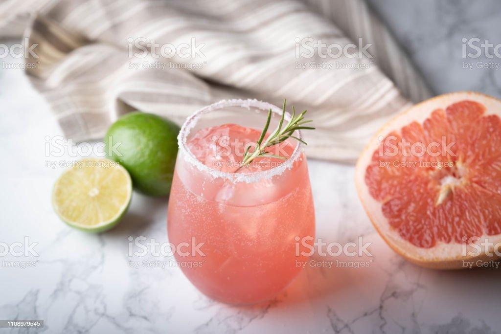 mermer arka planda greyfurt ile paloma kokteyl - Royalty-free ABD Stok görsel