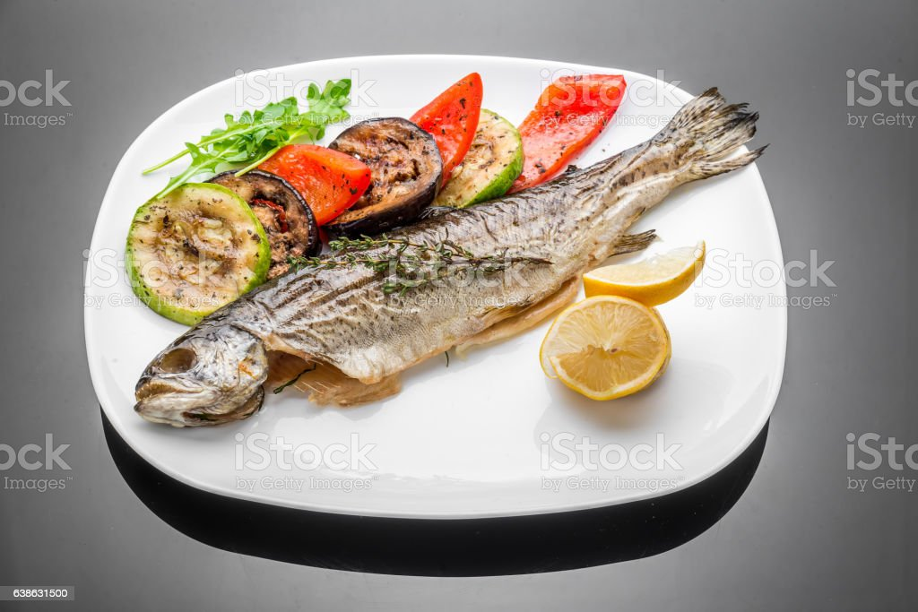 pan fried grilled roasted cooked whole fish trout sea bass – Foto