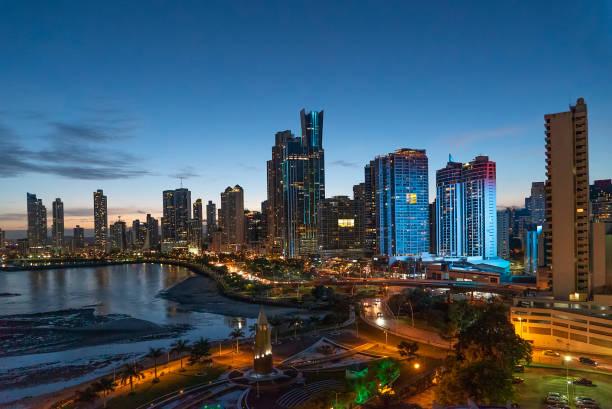 Panama-Stadt bei Nacht – Foto