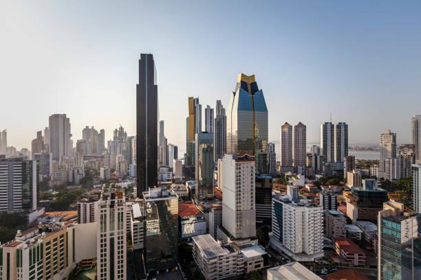 horizonte de la ciudad de panamá - hispanoamérica fotografías e imágenes de stock