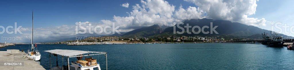 Panaromic shot of the coasline and range of mountains photo libre de droits