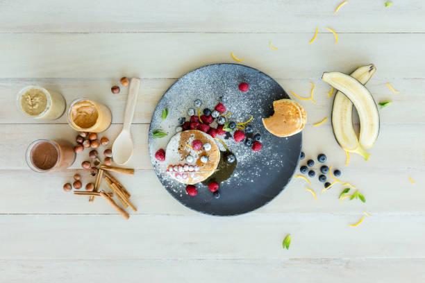 pfannkuchen-tag - gebackene banane stock-fotos und bilder