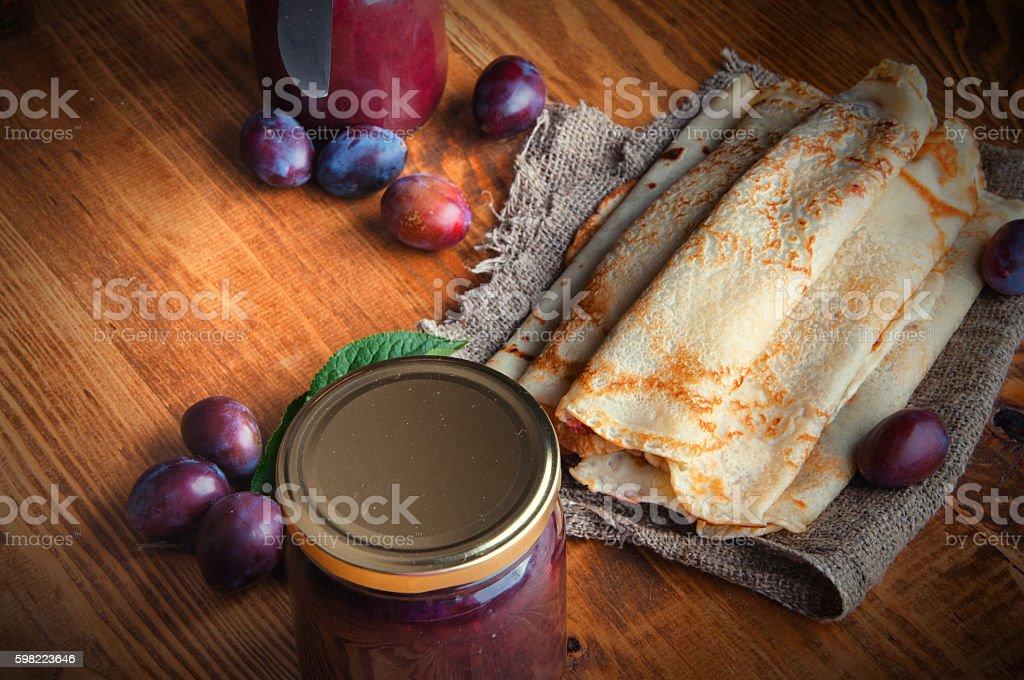 Pancakes and fresh plum jam foto royalty-free