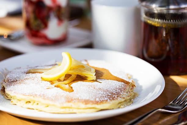 pfannkuchen zum frühstück - ricotta stock-fotos und bilder