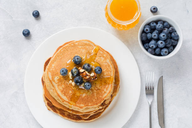 Pancakes with blueberries, honey and walnuts – Foto