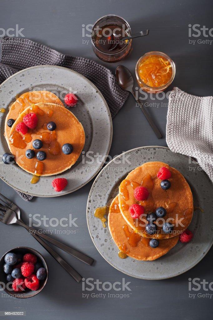 pancakes with blueberry raspberry honey and jam for breakfast zbiór zdjęć royalty-free