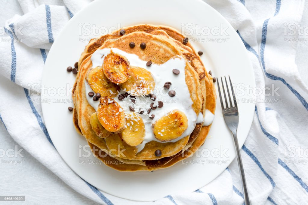 Pancakes with caramelized bananas table top view - foto de acervo