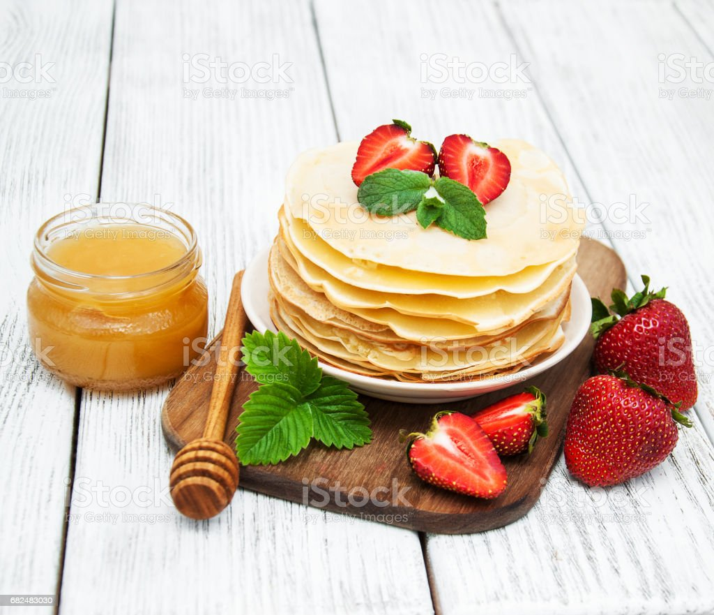 pancakes with strawberries foto stock royalty-free