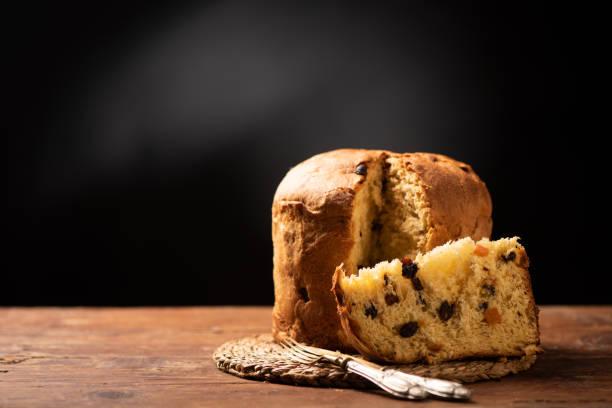 panettone is the traditional italian dessert for christmas - panettone foto e immagini stock