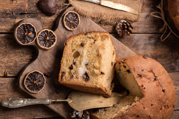 panettone italian traditional christmas cake - panettone foto e immagini stock
