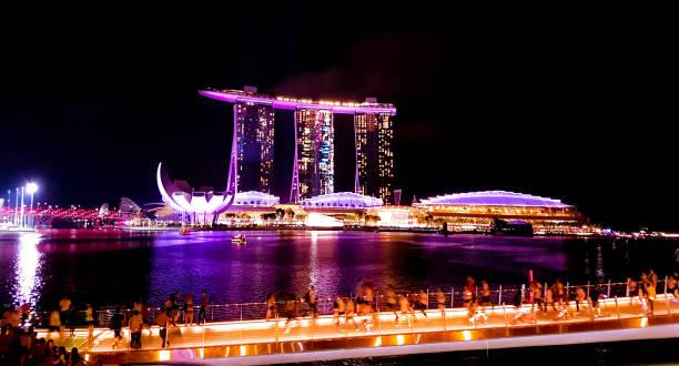 singapur - 6. mai 2017: panorama über die bucht von marina - hotels in kopenhagen stock-fotos und bilder