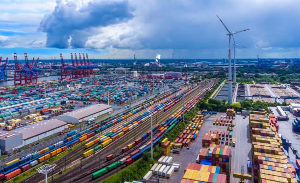 panorama aerial view harbor hamburg container - krachtapparatuur stockfoto's en -beelden