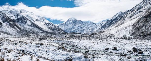 Panorama, schöne Ansicht des Mount Cook National Park nach einem verschneiten Tag mit Schnee bedeckt. – Foto