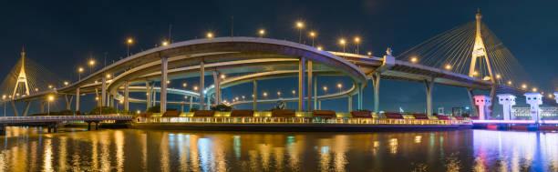 Bhumibol Panoramabrücke in der Nacht – Foto