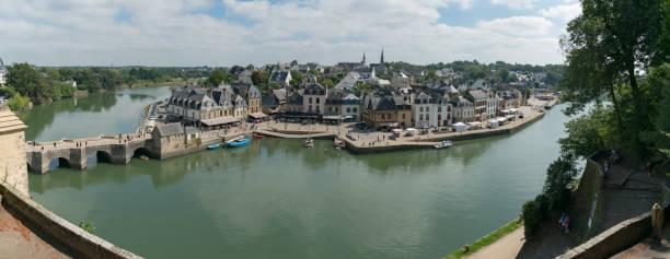 Panorama Stadtbild Ansicht der Altstadt und des Flusses Auray in der Bretagne in Westfrankreich – Foto