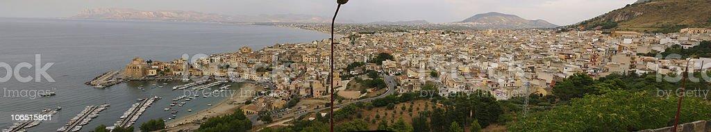 Panorama completo di Castellamare del Golfo royalty-free stock photo