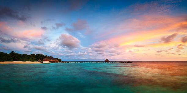 https://media.istockphoto.com/photos/panorama-dawn-landscape-sea-tropical-eriyadu-island-maldives-picture-id637579858?k=6&m=637579858&s=612x612&w=0&h=LzU_3eZA9tbAm57sIYrYeu_hYADrDkZoZuWnw2G9rak=