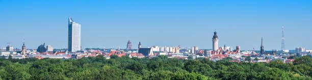 panorama aus leipzig in ostdeutschland - leipzig universität stock-fotos und bilder